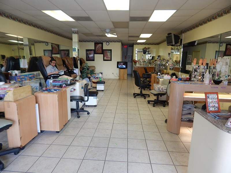 Ảnh của Cần Bán Nail Shop Thành phố Cedar Hill, TX. Vị trí: Khu Plaza