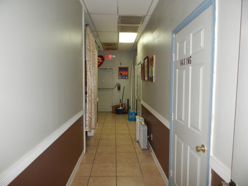 Picture of Cần Bán Nail Shop ở Dallas, TX. Shopping center. Income/tháng: $25,000