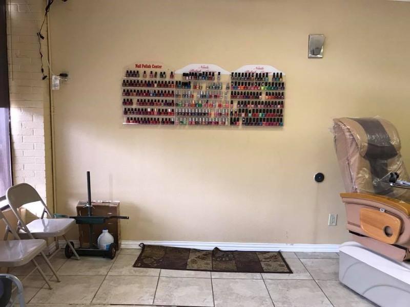 Picture of Cần Bán Nail Shop ở Farmers Branch, TX. Shopping center. Income/tháng: $6,000