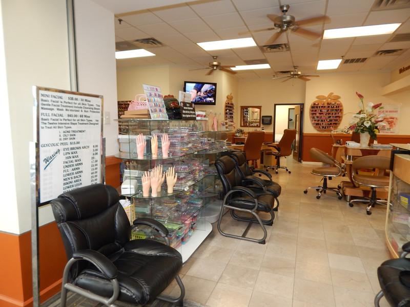Ảnh của Cần Bán Nail Shop ở Irving, TX. Shopping center. Income/tháng: $45,000