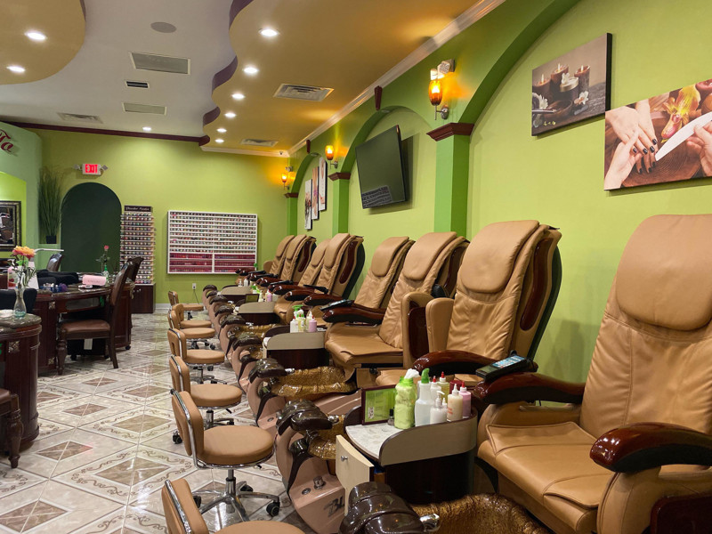 Ảnh của Cần sang tiệm nails ở Horizon City. Income/month: $95,000
