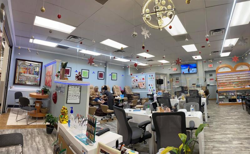 Picture of Cần sang tiệm nail ở Buford GA. Income/month: $20,000. Thích hợp cho gia đình tự làm chủ