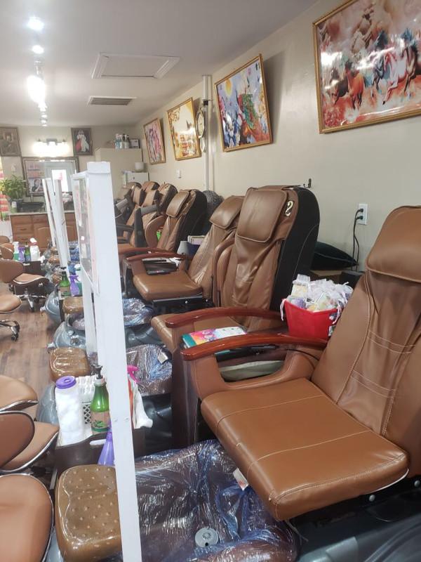 Picture of Cần sang tiệm nails gấp ở Oak Island, NC. Good income. Giá 100K